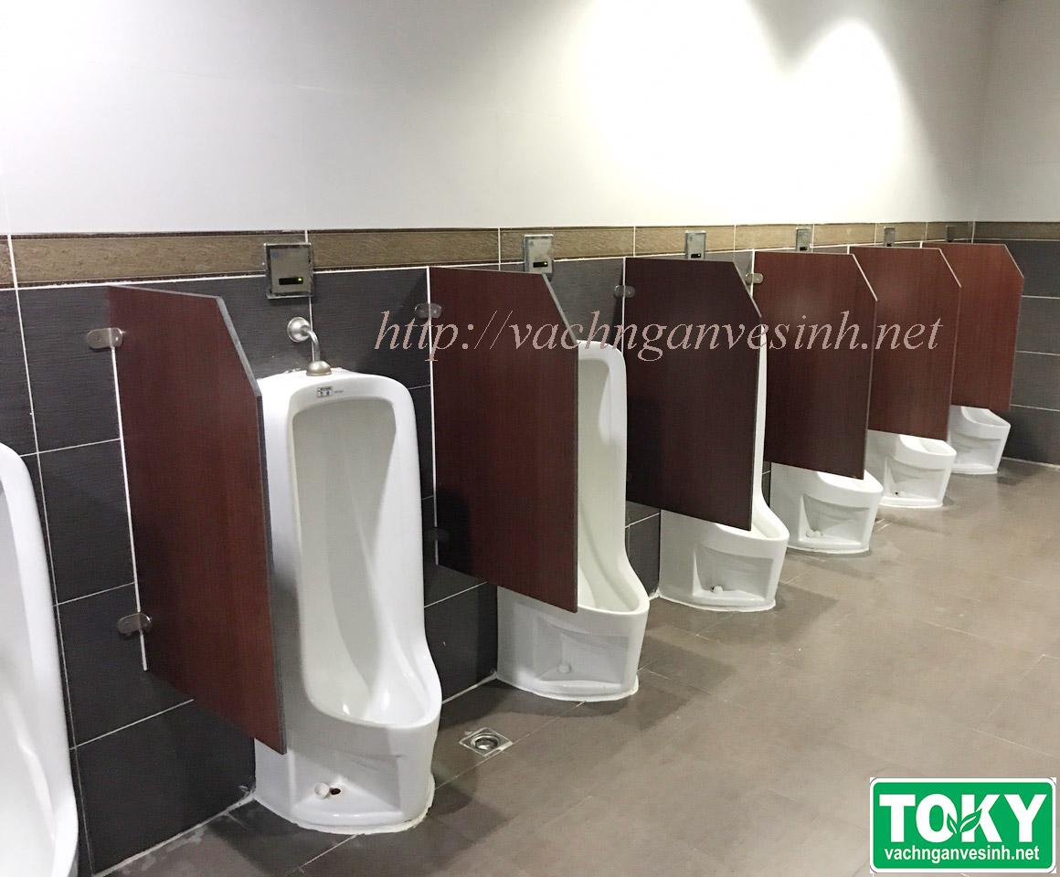 Toky thực hiện dự án vách ngăn vệ sinh hiện đại