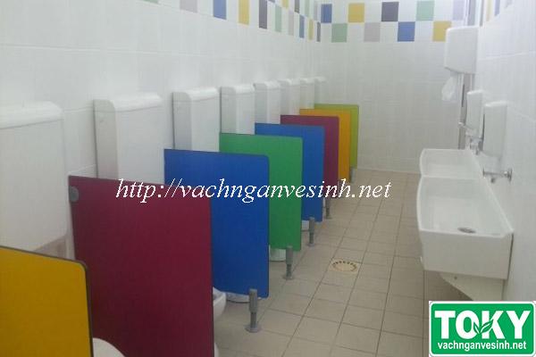 Vách ngăn vệ sinh Toky tại trường mầm non