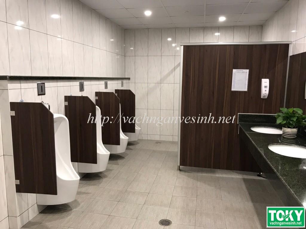 Vách ngăn vệ sinh tại nhà máy Daikin