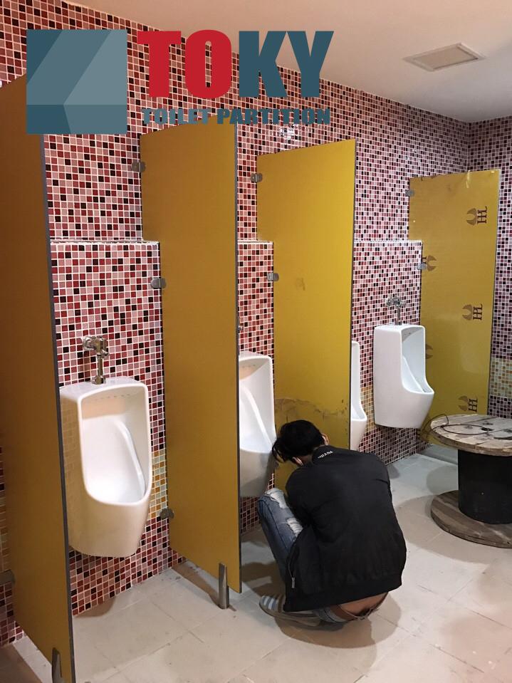 Vách ngăn vệ sinh tại TH School