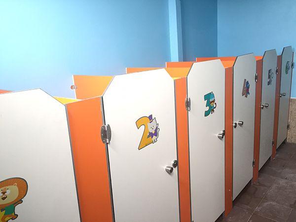 mẫu 5 vách ngăn vệ sinh trường mầm non