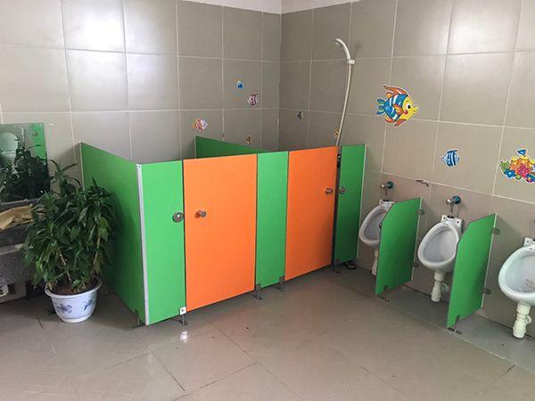 vách ngăn vệ sinh tại trường mầm non sài đồng